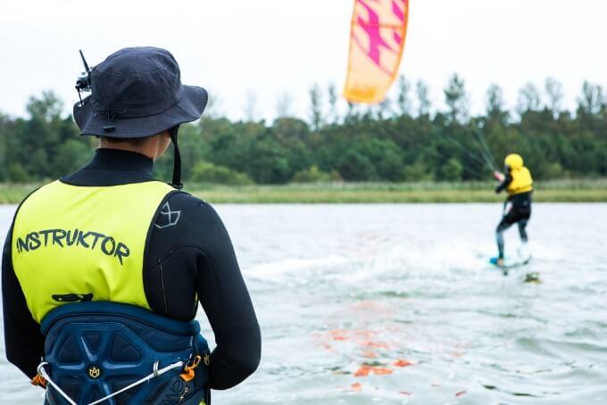 Instruktor kitesurfingu